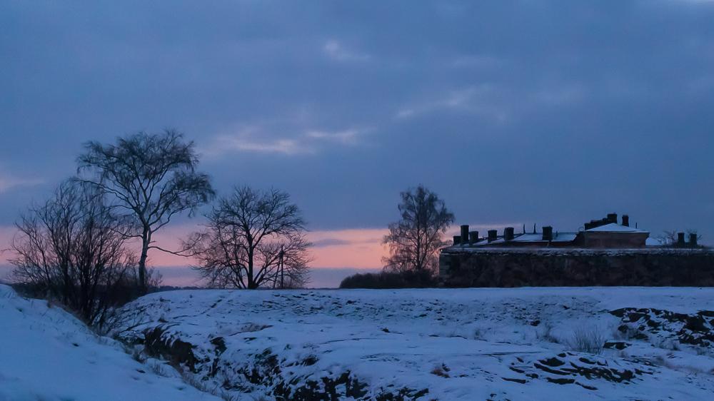 5 minuuttia ennen auringonnousua.
